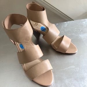 Vince Camuto tan leather shoes!